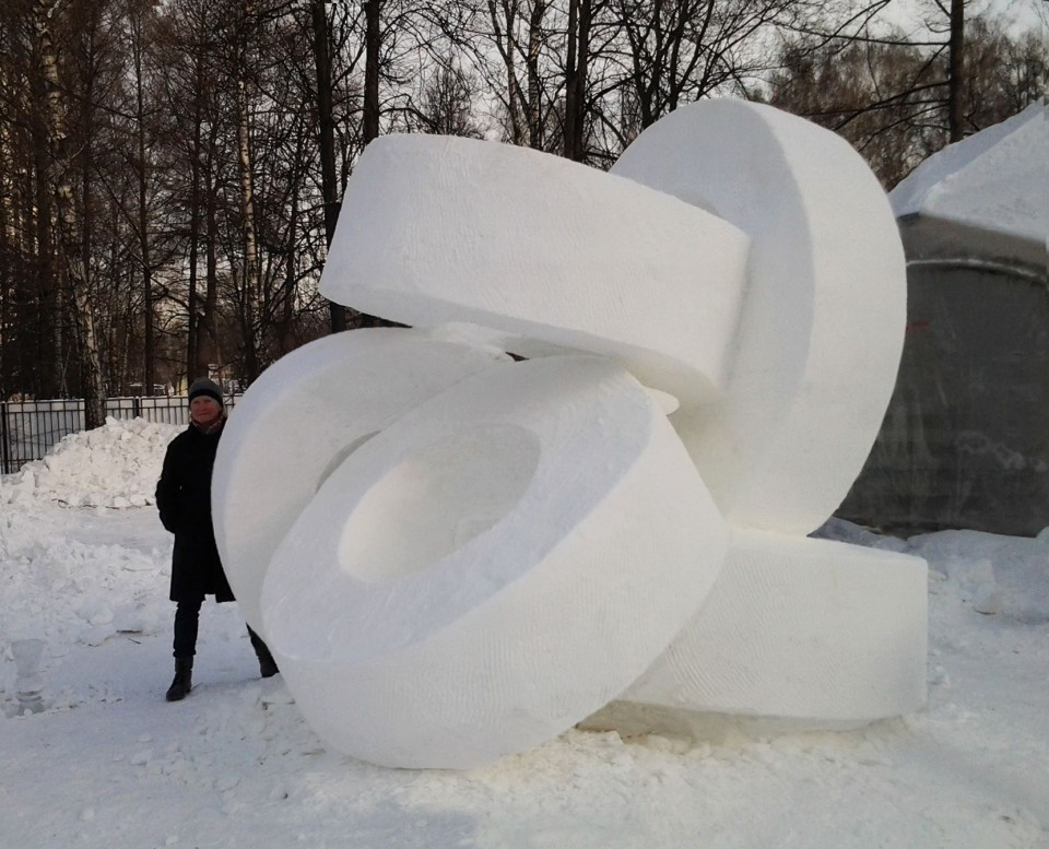 """five rings"",2014 ,  snow,   300 x 300 x 270 cm,  Moscow, Russia."