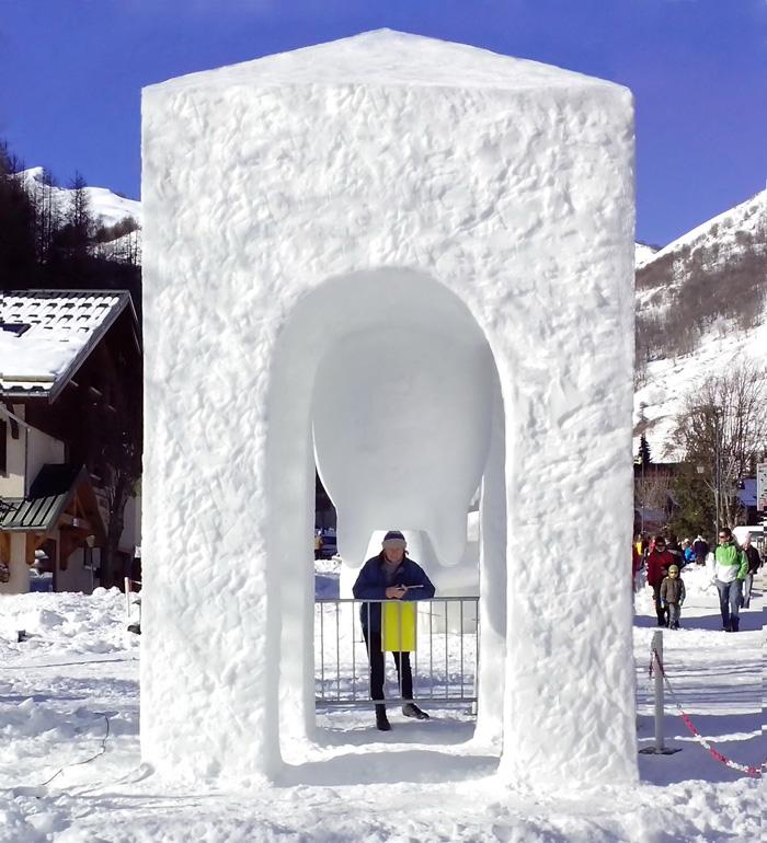 """""""Chapel"""" 2014 snow, 480 x 300 x 300 cm, Valloire, France"""