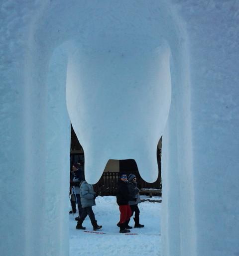 """""""Chapel"""",2014, snow, 480 x 300 x 300 cm, Valloire, France."""