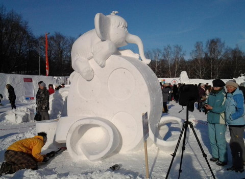 """On the waves of the Movie-Memory"".snow, 330x370x220 cm. Park Kuzminki, Moskow"