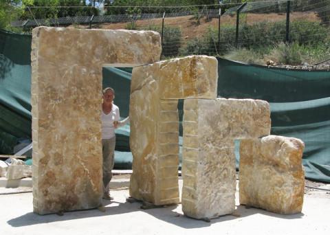2011, stone, 320 x480 x 250 cm Maalei Adumim, Israel.