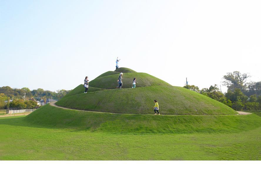 """Stratum"" ,2013 soil, vegetation, Setouchi Triennale, Shamijima, Japan"