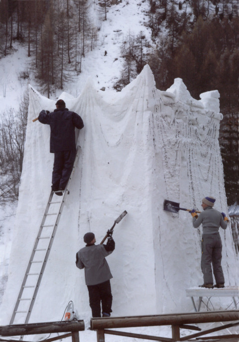 """Combustion Process"",2015 ,snow 5 x 3.5 x 3m Valloire, France Tanya Preminger and her team"